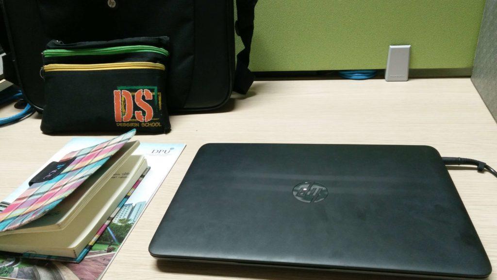 โต๊ะทำงานของนักศึกษา เมื่อ ฝึกงานที่เอไอเอส